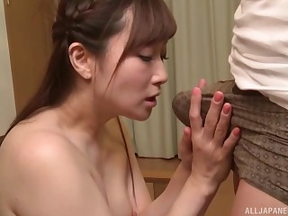 After labelling and a blowjob Asian girl wants to reach an orgasm