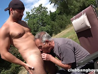 Old gay tramp sucks young nepher's dick