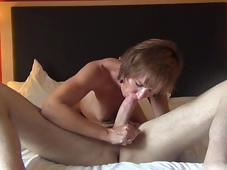 Tiro mature Jeannie Lou fucked in her muddied pussy chiefly the bed
