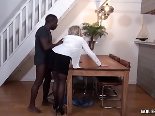 Black challenge is fucking a mature, blonde woman, Julie Francais, dimension her husband is working